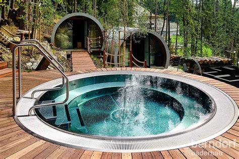 wellness mit whirlpool exklusive whirlpools aus edelstahl f 252 r terrasse und wellnessraum