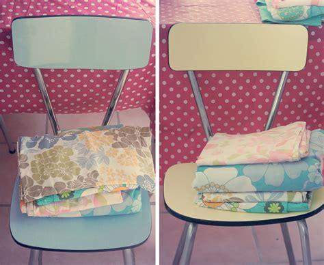 chaises en formica et tissus vintages poulette magique