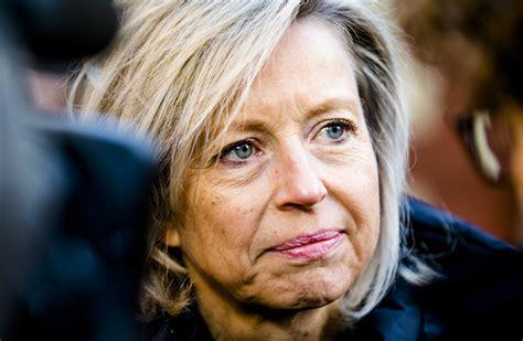 Zij moet thuisblijven na een vakantie in zweden, haar tweede. Ollongren Minister / Boete voor illegale verhuur woningen ...