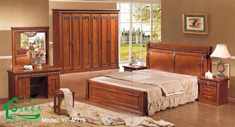 set de chambre bois massif modele de chambre a coucher en bois