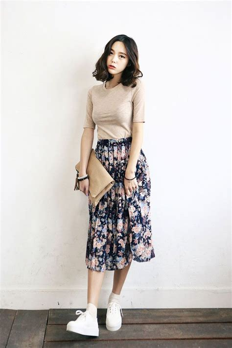 78 Best ideas about Long Skirt Fashion on Pinterest | Long skirt outfits Modest outfits and ...