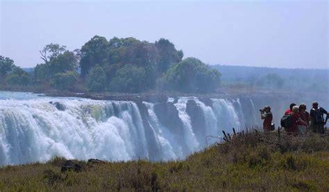 victoria falls zambia zimbabwe amazing places