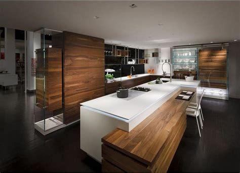 cuisine design italienne avec ilot cuisine design blanche et bois avec îlot