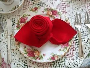 Servietten Rose Falten : sch ne elegante rosen aus servietten basteln ~ Eleganceandgraceweddings.com Haus und Dekorationen