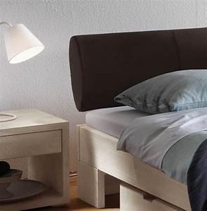 Bett Mit Gepolstertem Kopfteil : bettgestell aus wildeiche mit kopfteil aus kunstleder prato ~ Michelbontemps.com Haus und Dekorationen