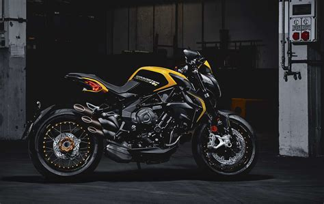 Review Mv Agusta Dragster by 2018 Mv Agusta Dragster 800 Rr Review Total Motorcycle