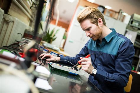 What does an electrical engineer do? - Engineers Network