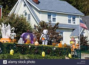 Halloween In Amerika : a house decorated for halloween in america stock photo royalty free image 32113073 alamy ~ Frokenaadalensverden.com Haus und Dekorationen
