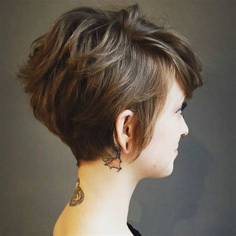267 celebrity curly hairstyles to try at home. 10 Highly Stylish Short Hairstyle for Women 2020