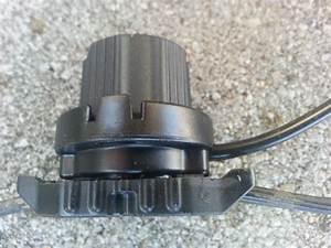 Low voltage landscape lighting connectors