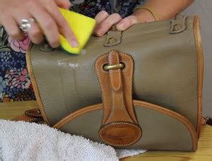How To Clean A Pleather by How To Clean A Leather Bag Quickly Easily Bmb
