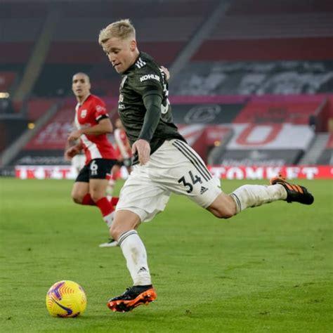 Donny Van de Beek Shows Against Southampton Why He Must ...