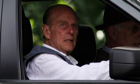 prince philip voluntarily    driving licence