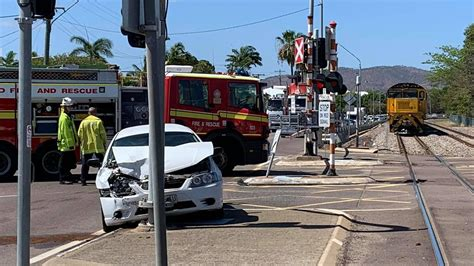 Car crash on Railway Ave and Queens Rd intersection stops ...