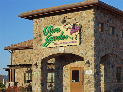 olive garden co executive defends restaurant wages business insider