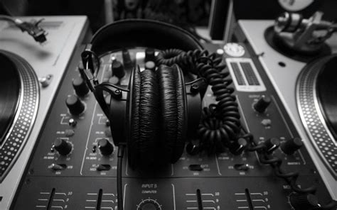 You can mix an unlimited number of audio files (music, voice tracks, sounds, and more) and record single or multiple tracks at the same time. DJ mixer wallpapers and images - wallpapers, pictures, photos