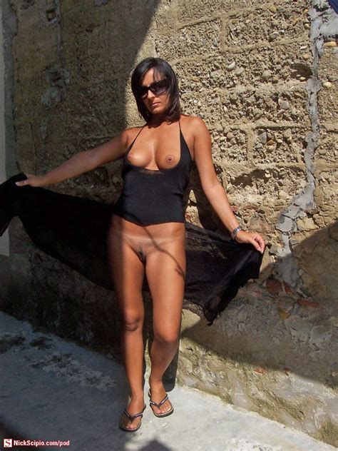 Flashing Tourist Milf Picture Of The Day Nickscipio Com