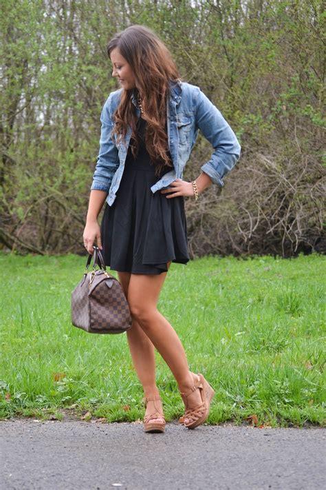 kleid mit jeansjacke kleid mit kombinieren unter kleid so gut l sst sich ein schwarzes kleid