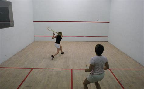 salle de squash choisissez vos activit 233 s en fonction de vos envies gourette eaux bonnes