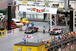 Complete Lions Drag Strip In Ho Scale