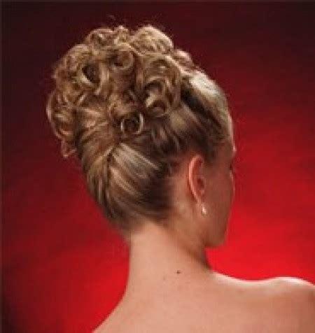 idee acconciatura capelli lunghi tutti raccolti