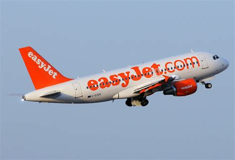 File:Airbus A319-111, EasyJet Airline AN2070531.jpg - Wikimedia Commons