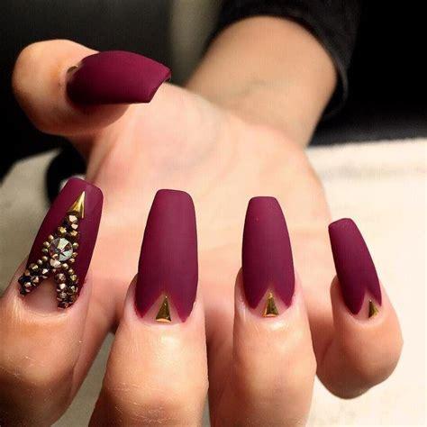 Tenemos diseños clásicos como los lunares de colores o el brillo. 12 diseños de uñas acrílicas que te dejaran con la boca abierta   Belleza