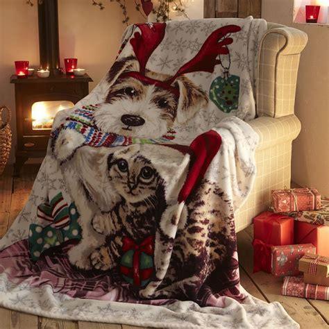 Ivy & Snowy Christmas   Cat   Dog   Fleece   Blanket
