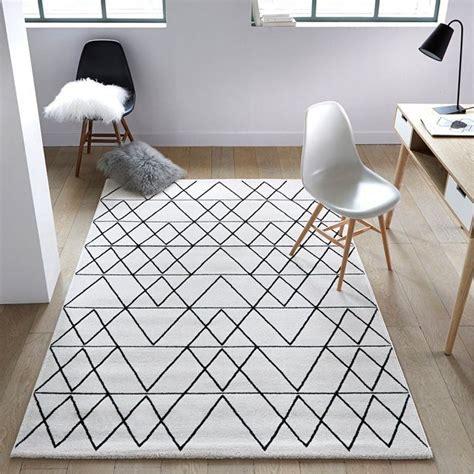 tapis fedro impression graphique sur fond blanc anime ce