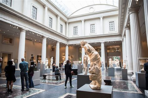 the metropolitan museum of to charge 25 admission fee