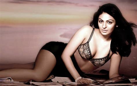 Neeru Bajwa Hd Sexy Cleavage Images •