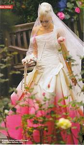 gwen stefani in her john galliano designed wedding dress With gwen stefani wedding dress