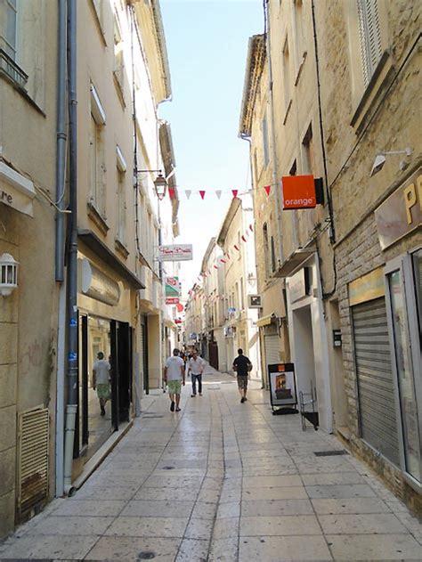 chambre d hotes de charme alsace photo rue piétonne de la ville de bagnols sur cèze