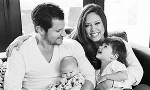 Vanessa and Nick Lachey share first snap with new baby ...