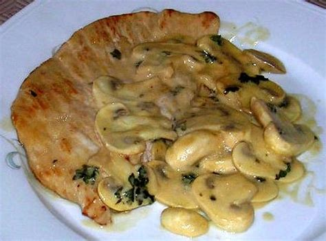 cuisiner des escalopes de dinde recette escalopes de dinde à la normande la recette facile