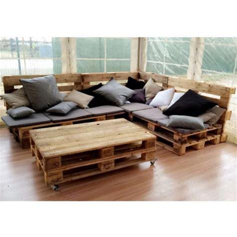 canapé avec des palettes location de canapé palette angle à ile de
