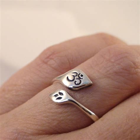 sterling silver adjustable lotus  ohm ring