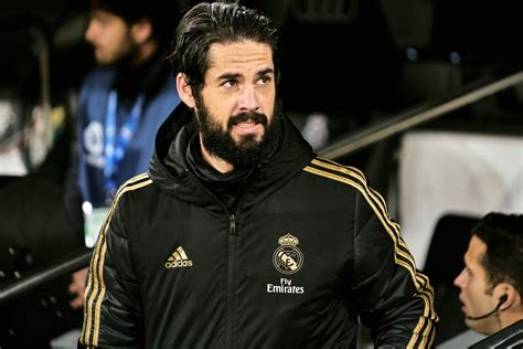 Huge boost for Everton as one club to drop out of Isco race