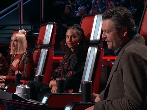 blake shelton voice gwen stefani steals battle round contestant from boyfriend