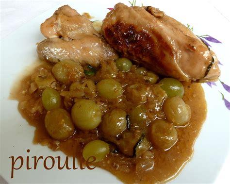 cuisiner des blancs de poulet moelleux poulet aux raisins frais au vin blanc moelleux et à l