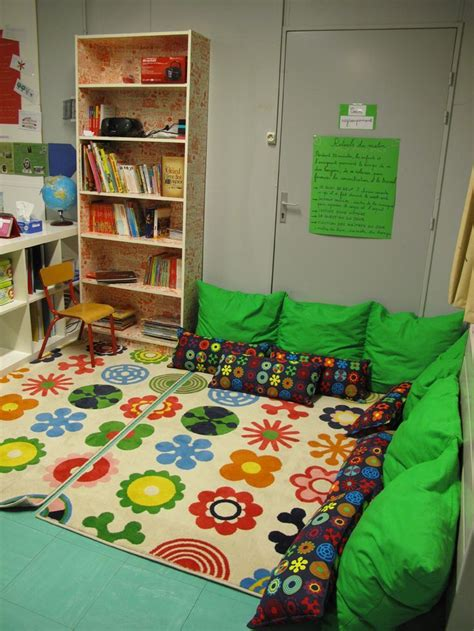 use big pillows to create a cozy reading corner in your 180 | 23ae49e1d20e52478d72eb15bc23f655