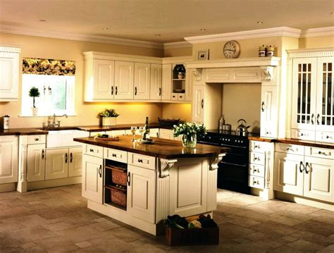 Brown Theme Kitchen With Light Maple Kitchen Cabinets