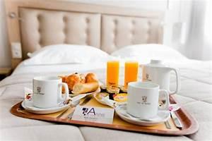 Table Petit Dejeuner Lit : petit dejeuner au lit photo de hotel anne de bretagne rennes tripadvisor ~ Teatrodelosmanantiales.com Idées de Décoration