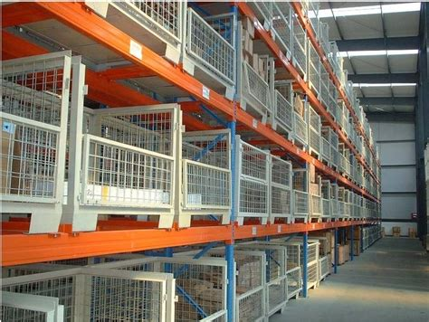 metal cage storing selective pallet racking