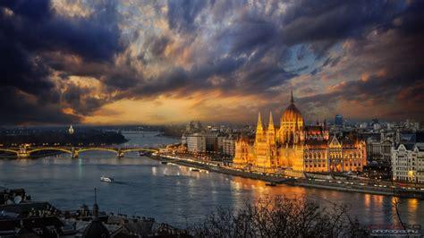 budapest danube shore  lajos kossuth square magyar