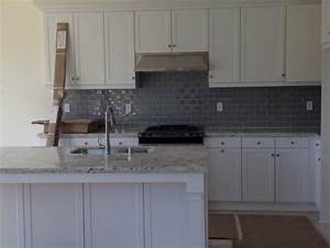 Gray kitchen backsplash - advise with wall colors