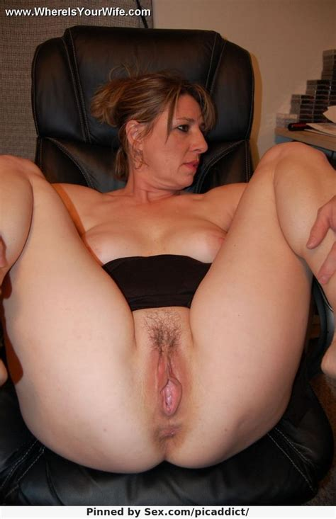 hot chubby milf shows pussy picaddict