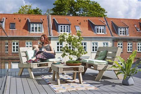 canapé bois flotté salon de jardin en palette canapé grande table basse