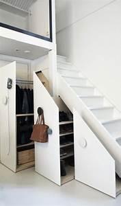 Placard Escalier : am nagement placard sous escalier 24 id es astucieuses ~ Carolinahurricanesstore.com Idées de Décoration