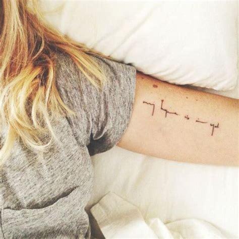 tatouage bras ecriture  tatouage sur le bras nos